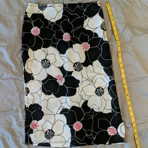 Pencil skirt with side slit